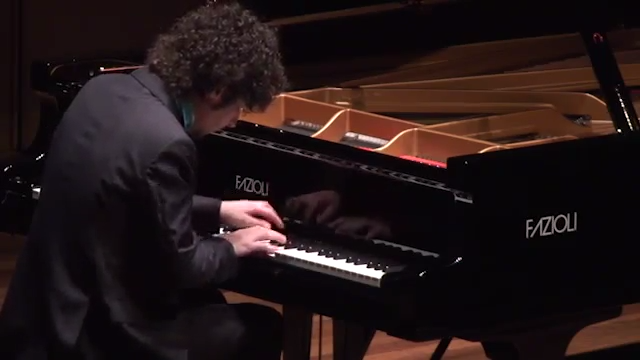 Federico Colli's debut at the Queen Elizabeth Hall. 2/3 - Beethoven